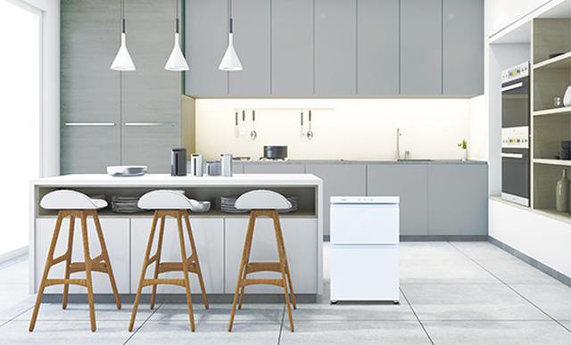 画像: コンパクトかつロースタイルなので、カウンターの横やテーブルの下などにも設置できる。天面には耐熱100℃のガラステーブルを装備。