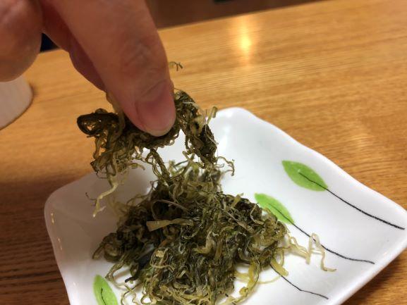 画像: 細く裂いた茎わかめは時間をかけてじっくり味わいましょう
