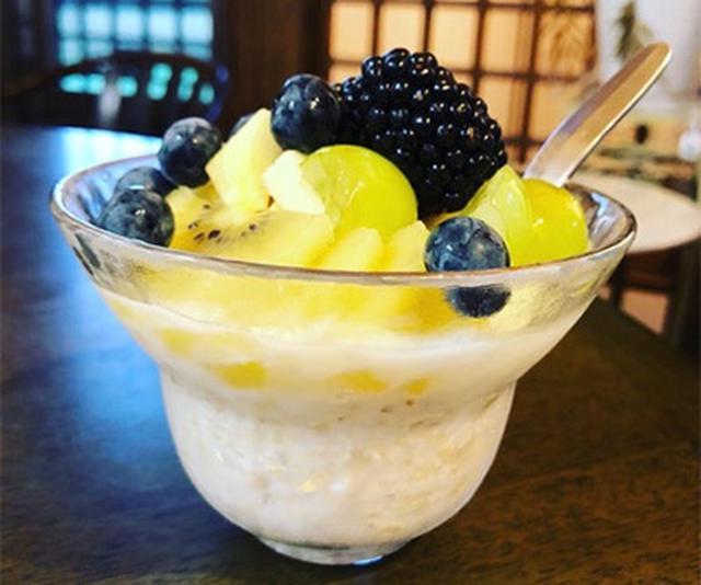 画像: 鈴木先生は朝食で、果物と牛乳入りのオートミールをよく食べる