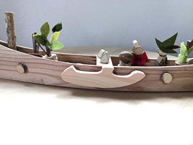 画像: 手作りのミィとスナフキンの乗るカヌー