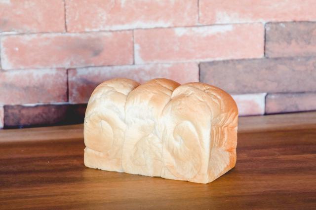 画像: 北海道産山型食パン