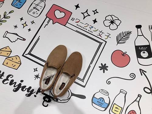 画像: 下を見ると、床に可愛い絵が。靴を試着して撮影すれば可愛い!映え!