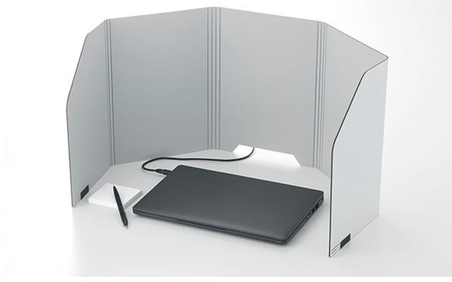 画像: 置くだけで作業に集中できるスペースが作れる折り畳み式の卓上パーティション