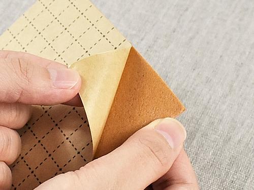 画像: 裏紙はサイズを測りやすい方眼紙