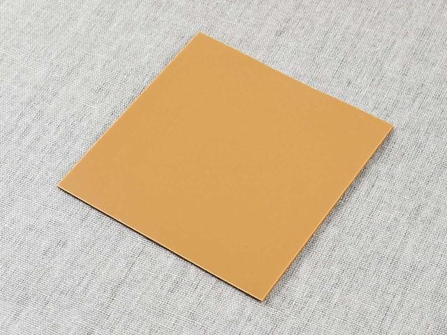 画像: 幅広い家具に貼れる「四角型 すべるシール」