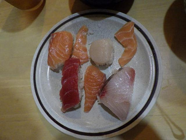 画像: 子供は自分で握り寿司を作成