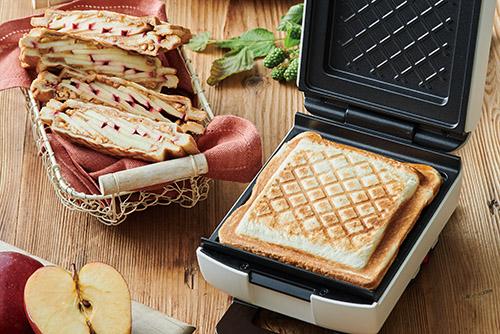 画像: 焼き目はカジュアルなキルト柄。パンの端はシールドされるので、具材がこぼれにくく子供でも食べやすい。
