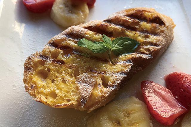 画像: フレンチトーストも、3分ほどでフワフワ&中がトロトロの焼き上がりに。コンビニの冷凍フルーツを添えてカフェ度アップ!