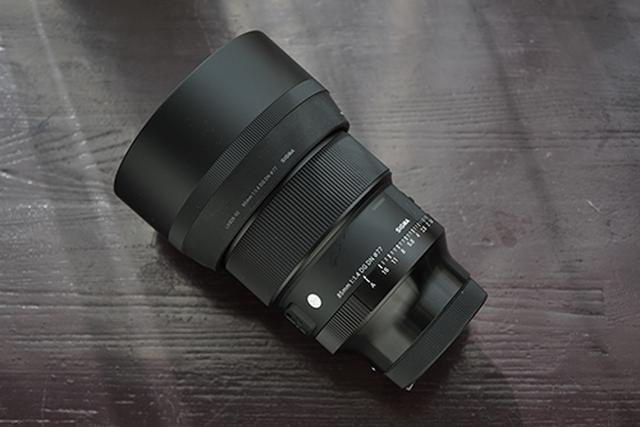 画像: ぼけやすい典型的なレンズのひとつSIGMA 85mm F1.4 DG DN | Art。中望遠で焦点距離も長く、開放F値も1.4と、とても明るいのです。