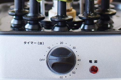 画像: タイマーをひねるとヒーターが点灯し、焼き作業がスタート。焼き上がりの目安は20分。温め直しは10分ほど。