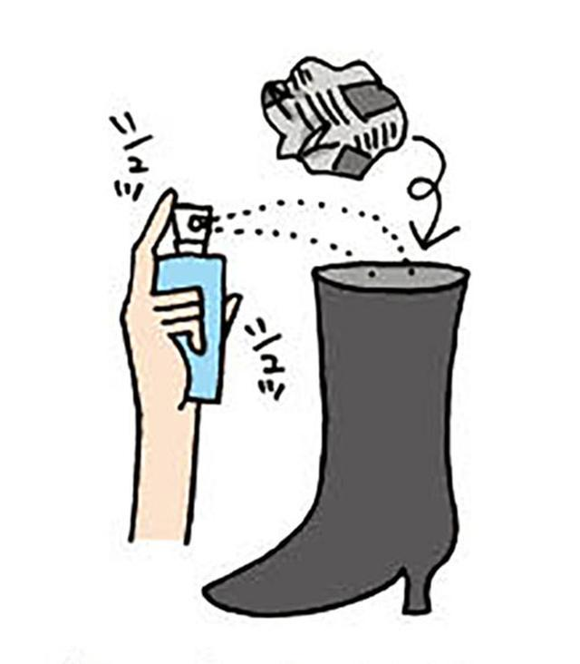 画像: 制汗スプレーをひとふきして、丸めた新聞紙を入れる。 イラスト/すぎうらゆう