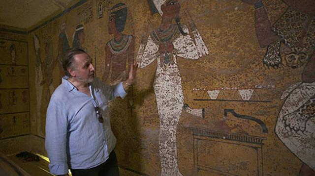 画像: 元米アリゾナ大学上席エジプト学者、ニコラス・リーヴス氏。「この裏には、ネフェルティティ女王の墓があると睨んでいます」