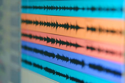 画像: ビットレートは、1秒間で送受信できるデータ量(写真はイメージ/Adobe stock)