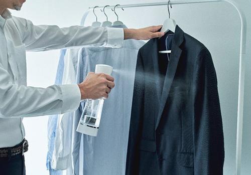 画像: 洋服に吹きかけてもすぐに乾く www.yodobashi.com