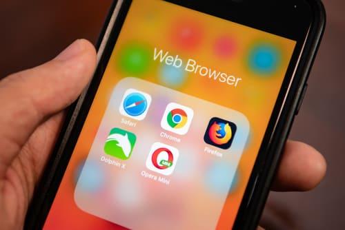 画像: SafariはiOSに最適化されたWebブラウザ(写真はイメージ/Adobe stock)
