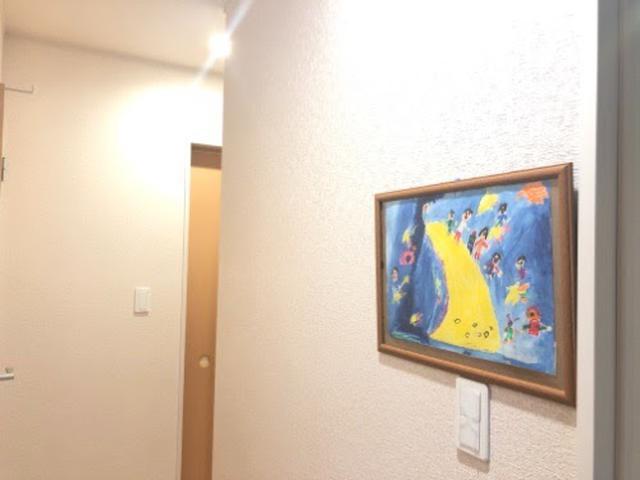画像: 廊下で開催される展覧会1作目