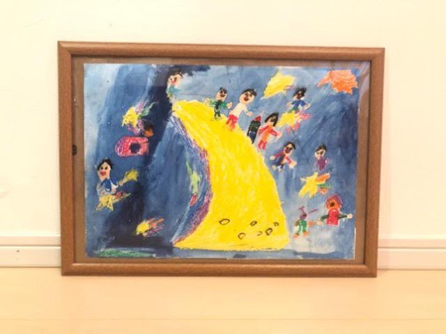 画像: 子供の描いた絵を彩る額縁