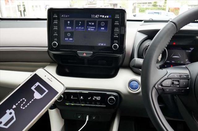 画像: トヨタ「ヤリス」に標準装備されたSDL対応のディスプレイオーディオ。LINEカーナビやNAVITIMEが使える
