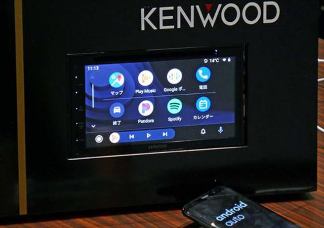 画像: ケンウッドのディスプレイオーディオ「DDX5020S」。DVD/CDドライブも備え、ハイレゾ音源も再生できるなど多彩なソースに対応した。写真ではAndroidAuto起動中