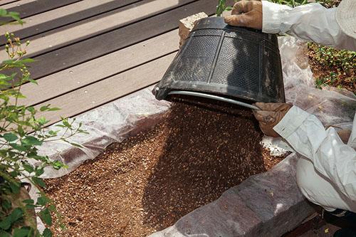 画像: 花壇用の土づくり