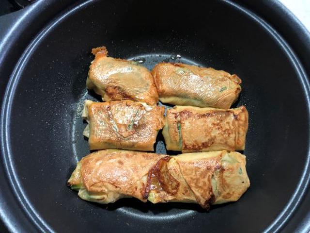 画像: 焦げにくいテフロン加工のフライパンがおすすめ。こんがりと焼くのがおいしさの秘訣です