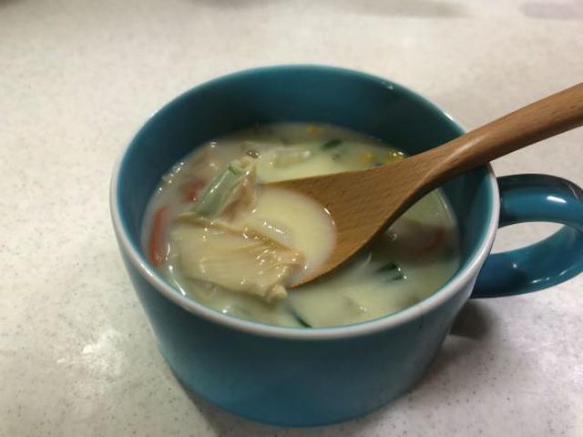 画像: カップスープに季節の野菜と甘ゆばを入れると栄養たっぷりの具沢山スープに!