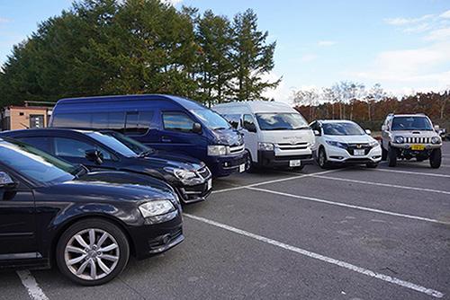 画像: ご飯を炊くためだけに集められたクルマ6台。せっかくなので並べてみました。新千歳モーターランドさん、Sapporo car rental 新千歳空港店さん、本当にありがとうございます。