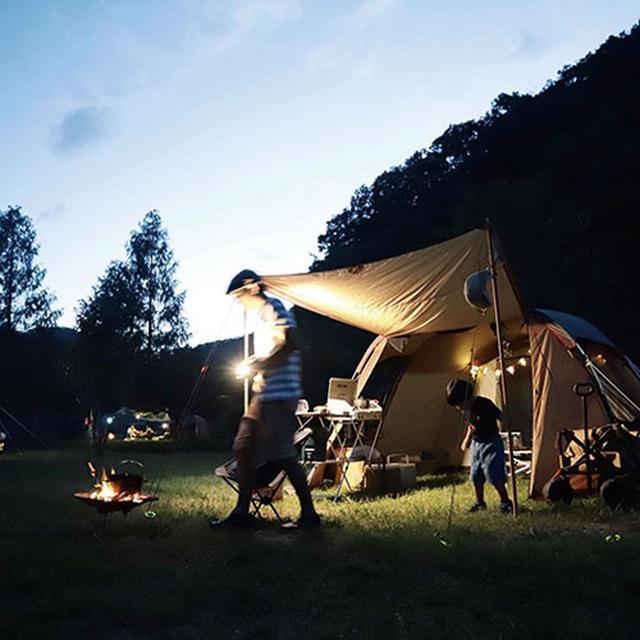 画像: 大自然に囲まれたキャンプ場では、夜も楽しい時間。幻想的な焚き火に癒されます。