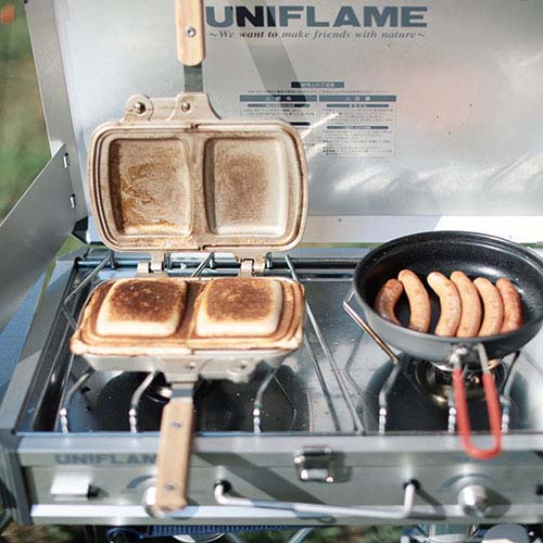 画像: 朝食には好きな具材を挟んでホットサンド作り。カリカリふわふわで美味しい!