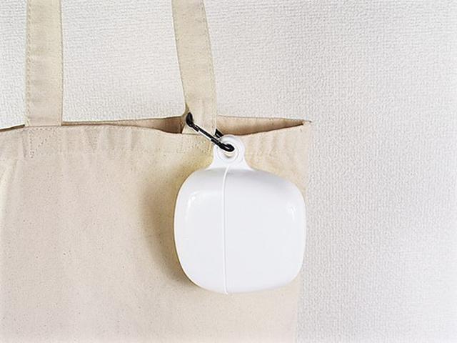 画像: バッグに取りつけると便利