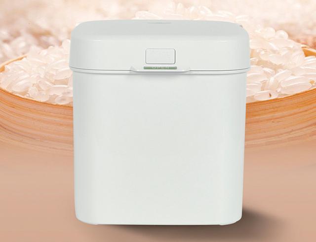 画像: 米や豆などの食品から、貴金属、カメラなどの精密機器まで、さまざまな品物を湿気や酸化から守る電動真空ボックス