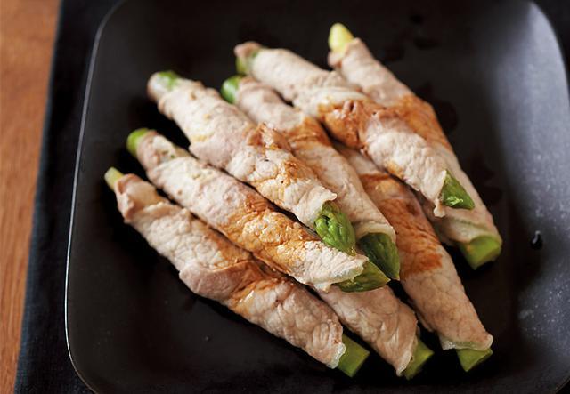 画像: 人気の肉巻きもホットクックにおまかせ。蒸して脂を落とすのでカロリーも大幅ダウン!