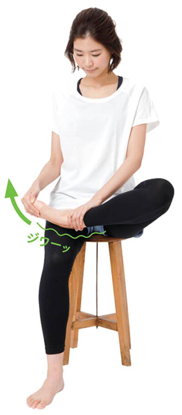画像2: 【手を使った足の甲のばしのやり方】