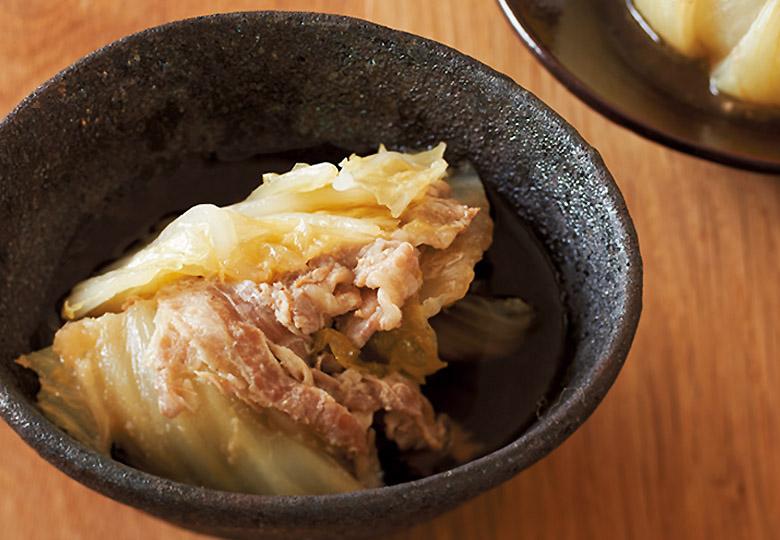 画像: 白菜がとろとろになるまで煮るとおいしい。にんにくの香りがきいたおつまみです。