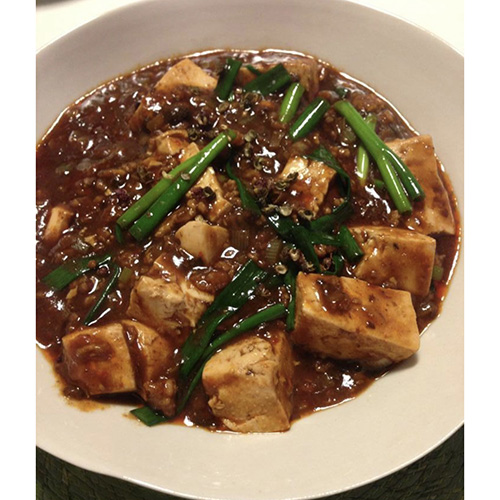 画像: 豆板醤、花椒(後述)、豆鼓(後述)をつかった麻婆豆腐(外処さん提供)
