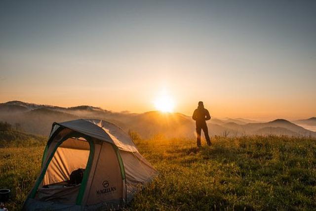 画像: ソロキャンプの魅力とは(写真はイメージ/pexels)
