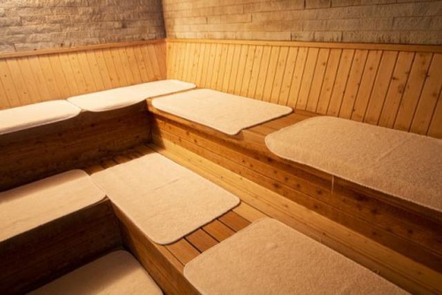 画像: サウナ施設は作業スペースとしてもオススメ(写真はイメージ/Photo AC)