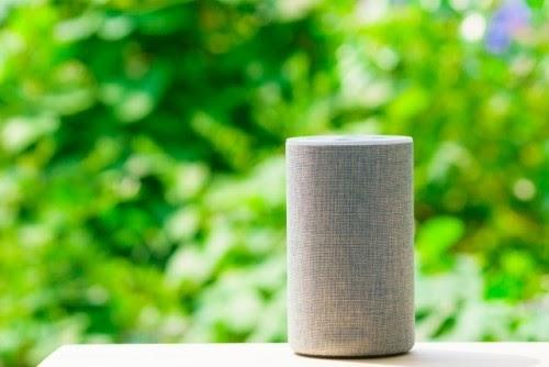 画像: Alexaを使って家電をIoT化(写真はイメージ/photoAC)