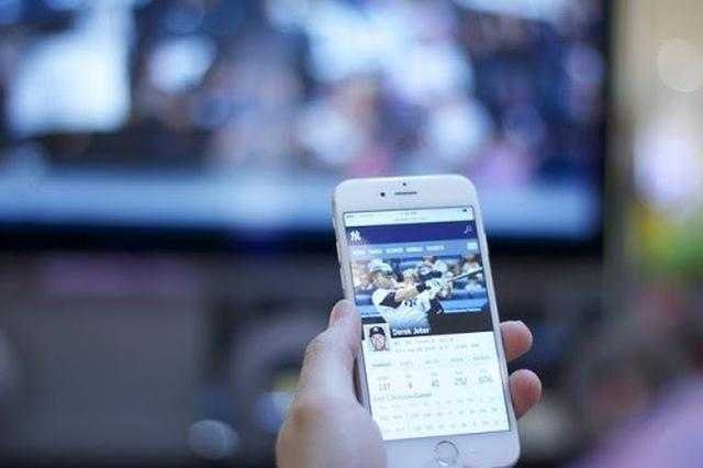 画像: スマホでテレビ番組を観る方法は大きく2つ(写真はイメージ/Pixabay)