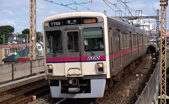 画像: 接近する列車を、AF/AE追従「最高10コマ/秒」で高速連写。連続撮影可能枚数も多く、AF追従性能も良好。いい瞬間をとらえられた。