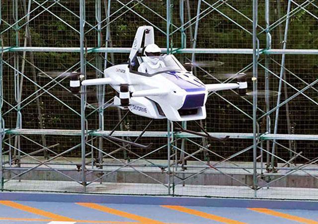 画像: 2020年8月下旬、有人試験飛行に成功したSkyDriveの「SD-03」。2mほどの高さでテストフィールド内を4分間にわたって飛んだ