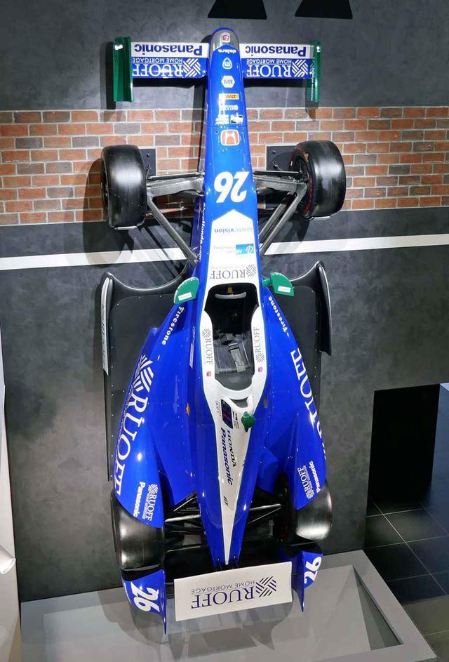 画像: 2017年のインディ500でブリヂストン傘下のファイアストン・タイヤを履いて優勝した佐藤琢磨選手のマシン(レプリカ)