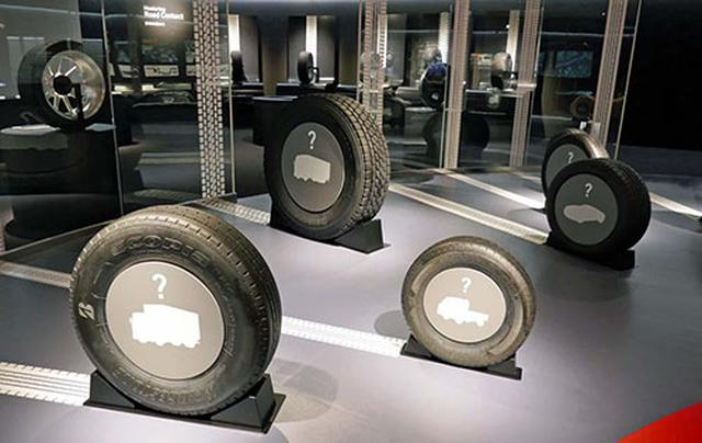 画像: ブリヂストンが扱う様々な種類のタイヤを展示し、それがどんな用途に使われているかクイズ形式で展示されている
