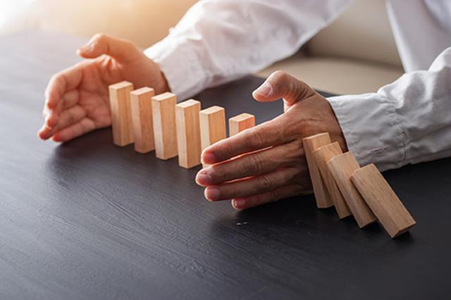 画像: 生保会社へのダメージが銀行、証券業界へと広がる…。
