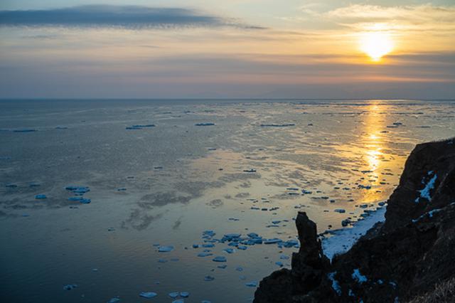 画像: 網走の能取岬から撮影した流氷と日の出。今期は「バフィン インパクト」で撮影に向かう予定です。今から楽しみで仕方ありません。