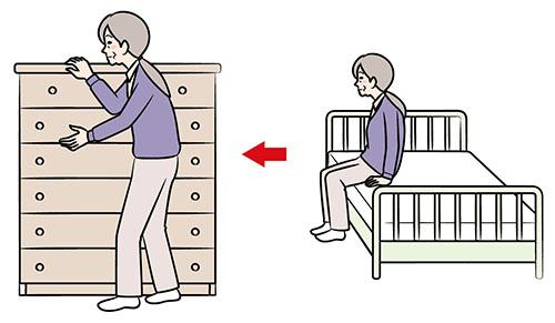 画像: つたい歩きで移動する