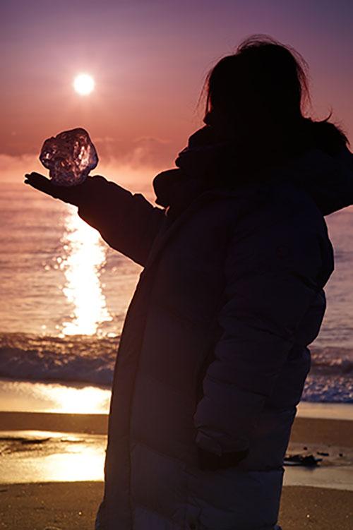 画像: ジュエリーアイスがもっとも美しい時間帯は、もっとも寒い夜明け前から日の出の時間になります。
