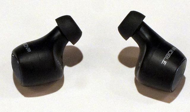 画像: 左がファルコン・プロ。右がファルコン2。音道管部分の長さが違うのがわかる。
