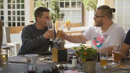 画像: ドイツでは、健康志向の「新しいお酒」としてノンアルコール酒がブーム www.nhk.or.jp