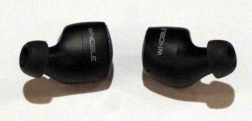画像: 同じく左がファルコン・プロ。右がファルコン2。比べてみるとハウジングがほんの少し大きい。